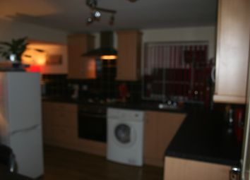 Thumbnail 3 bed flat to rent in Chapel Street, Bradford