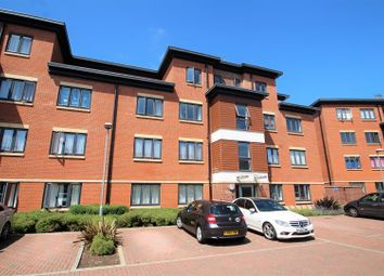Thumbnail 2 bedroom flat for sale in Bartlett Crescent, High Wycombe