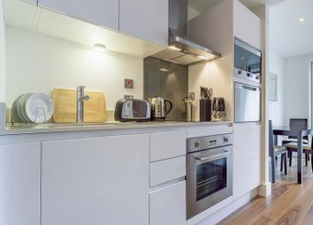 Thumbnail Studio to rent in Talisman Tower, Lincoln Plaza, Canary Wharf, London