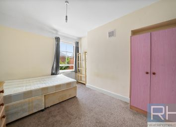Room to rent in Birnam Road, London N4