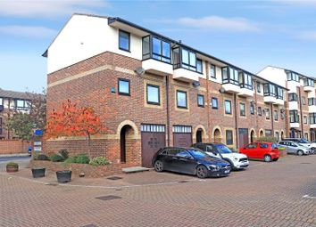 Thumbnail 4 bed town house to rent in Barnfield Place, London
