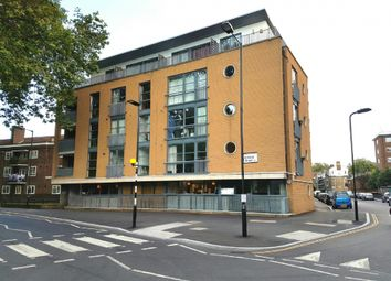 Thumbnail 2 bed flat to rent in Fanshaw Street, London