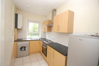 3 bed flat to rent in Moness Drive, Cardonald, Glasgow G52