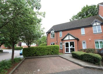 2 bed flat to rent in Admirals Court, Reading RG1