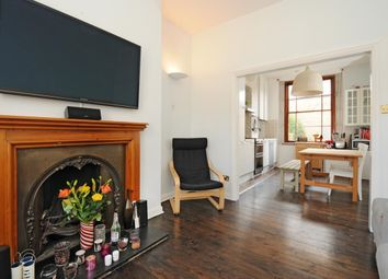 Thumbnail 2 bedroom flat to rent in Spa Green Estate, Rosebery Avenue, London