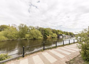 Lower Square, Isleworth TW7. 2 bed flat for sale