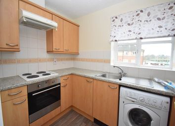Thumbnail 2 bed flat to rent in Richmond Avenue, Thatcham, Berkshire