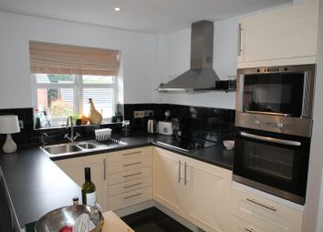 Thumbnail 1 bed flat to rent in Culvercroft, Binfield, Bracknell