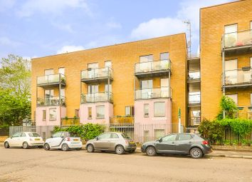Thumbnail 1 bed flat to rent in De Beauvoir Road, Islington