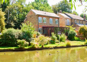 3 bed detached house for sale in Springwell Lane, Rickmansworth, Hertfordshire WD3