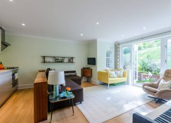 Thumbnail 3 bed flat for sale in Windsor Court, Hampstead