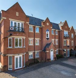 2 bed flat for sale in Longbourn, Windsor, Berkshire SL4
