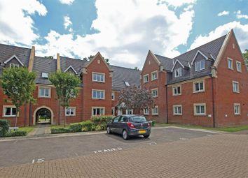 Tanbridge Park, Horsham RH12. 3 bed flat