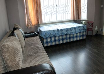 Room to rent in Brookdale, New Southgate, London N11