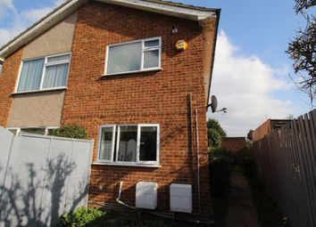 2 bed flat to rent in North Street, Egham TW20