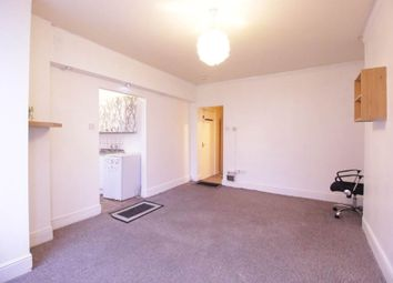 Thumbnail 1 bed flat to rent in Dunstable Road, Luton