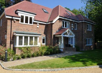 Thumbnail 2 bed flat to rent in The Paddocks, Dunstable