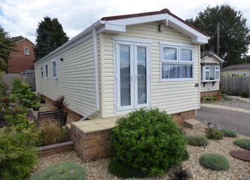 Hillcorner Farm Park, Sandy Lane, Cove, Farnborough, Hampshire GU14. 2 bed mobile/park home