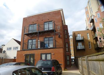Thumbnail Flat to rent in High Street, Slough