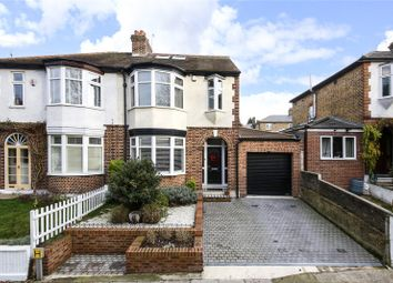 4 bed detached house to rent in Bramhope Lane, Charlton SE7