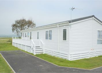 Thumbnail 2 bed mobile/park home for sale in Hythe Road, Dymchurch