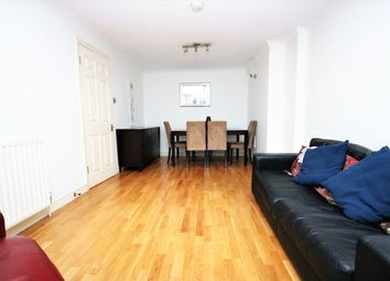 Thumbnail 1 bed flat to rent in Wallace Road, Islington