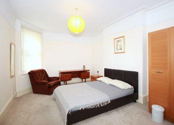 Room to rent in Queen's Club Garden, West London W14
