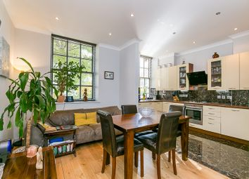 Dalgarno Gardens, London W10. 2 bed flat for sale