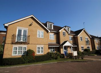 2 bed flat to rent in Belgrave Close, London NW7
