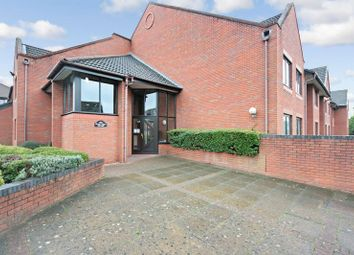 Thumbnail 1 bedroom flat for sale in Magnolia Court, Reading