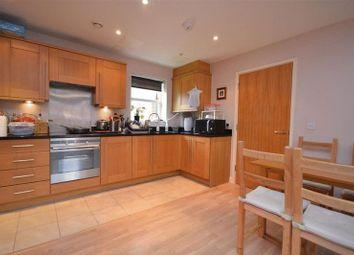 Thumbnail 2 bed flat to rent in Walton Road, Bushey