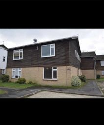 Thumbnail 1 bed flat to rent in Holmedale, Slough, Berkshire