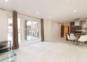 Bromyard Avenue, Acton, London W3. 2 bed flat
