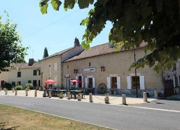 Thumbnail Pub/bar for sale in Blanzay, Vienne, France