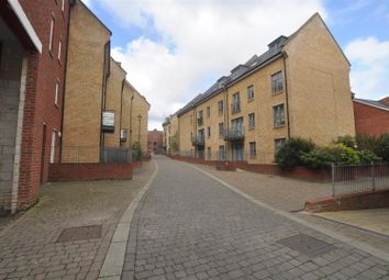 Thumbnail 2 bedroom flat for sale in Paynes Park, Hitchin