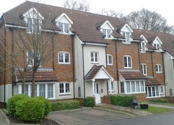 Thumbnail 2 bed flat to rent in Woodley, Reading