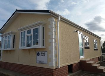 Thumbnail 2 bed mobile/park home for sale in Dogdyke, Hawthorn Hill, Coningsby