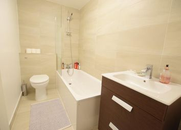 Thumbnail 2 bedroom flat to rent in Clapham Road, London
