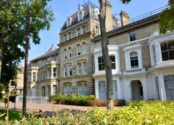 Langdon Park, Teddington TW11. 2 bed flat