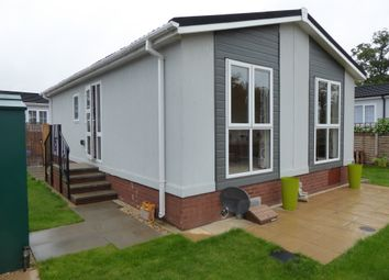 Thumbnail 2 bed mobile/park home for sale in Lodden Court Farm, Beech Hill Road, Spencers Wood, Reading, Berkshi