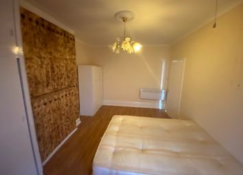 3 bed detached house to rent in Arnold Gardens, London N13