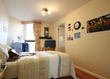 Room to rent in Asher Way, London E1W