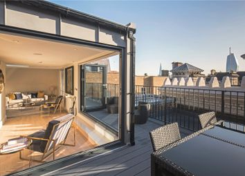 Bell Yard, London WC2A. 3 bed flat