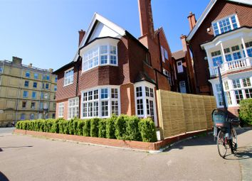 5 bed flat to rent in Grand Avenue, Hove BN3
