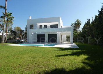 Thumbnail Villa for sale in Atalaya, Estepona, Málaga, Spain