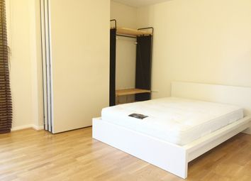 Thumbnail Room to rent in Farnsworth Court, West Parkside, London