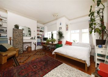 Thumbnail 3 bed flat to rent in Holmleigh Road, Hoxton, London