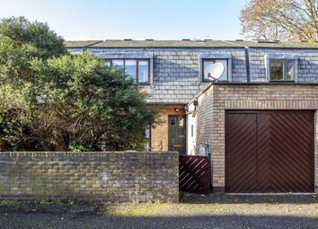4 bed property to rent in Bishops Close, London W4