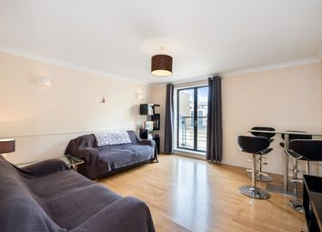 Thumbnail Flat to rent in Curlew Street, London