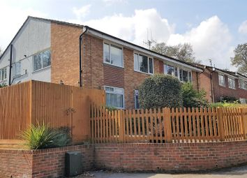 Thumbnail 2 bedroom flat for sale in Dale View, Woking